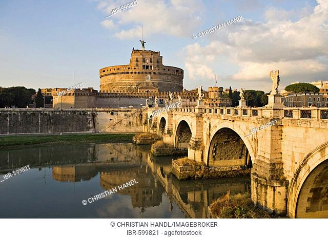 Ponte Sant' Angelo bridge and Sant' Angelo castle before sunset, Rome, Italy, Europe