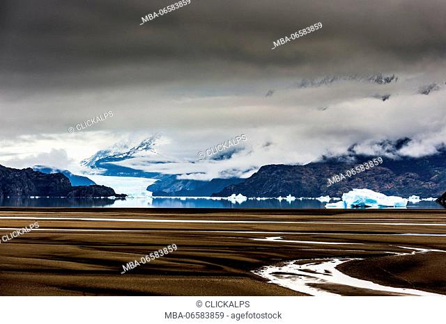 Torres del Paine National Park, Patagonia, Chile, South America, Bank of the Lake Grey with Grey Glacier in the background