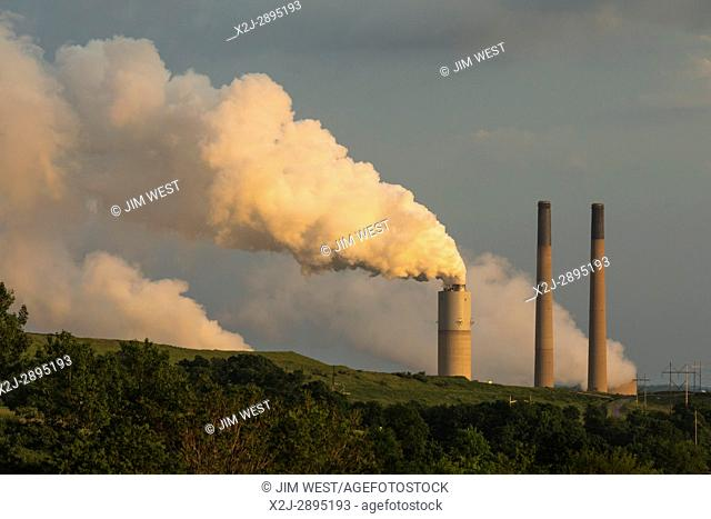 Shelocta, Pennsylvania - The coal-fired Keystone Generating Station. The plant can generate 1,711 MW of electricity; it is owned by a consortium of power...