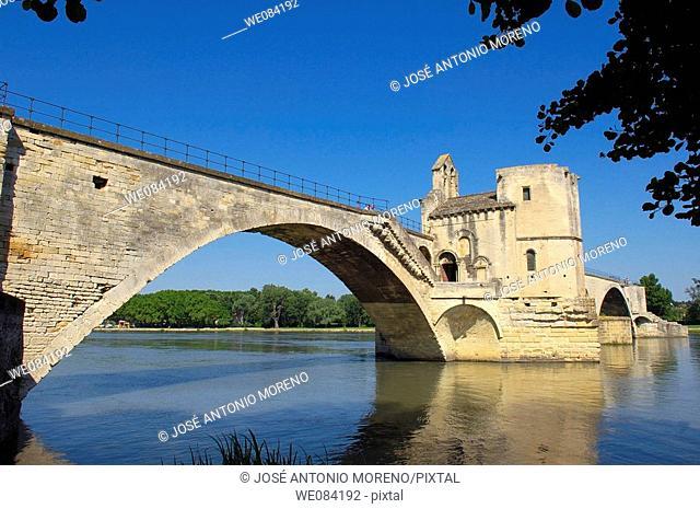 Saint Benezet bridge over Rhone river, Avignon. Vaucluse, Provence-Alpes-Côte d'Azur, France