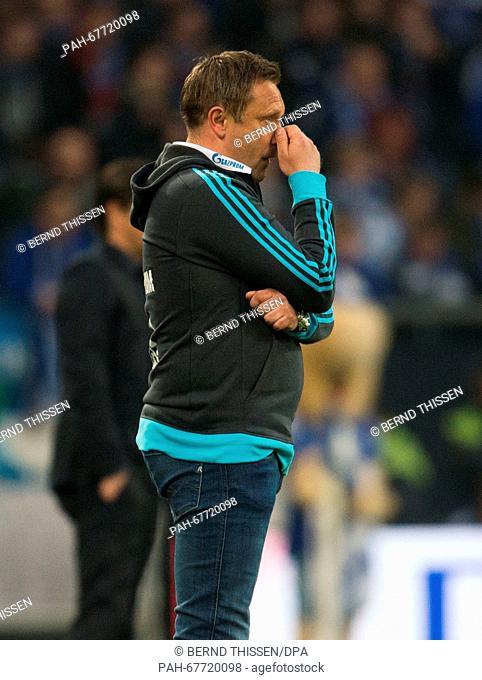 Schalke's coach Andre Breitenreiter reacts during the Bundesliga soccer match FC Schalke 04 vs Bayer Leverkusen in Gelsenkirchen, Germany, 23 April 2016