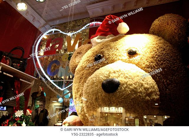 Rome, Italy. 7th December, 2014. Christmas lights and shopping in the centre of Rome Italy