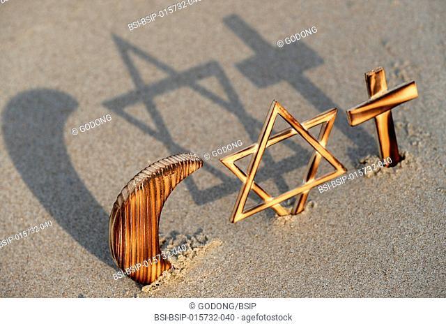 Symboles interreligieux. Christianity, Islam, Judaism 3 monotheistic religions. Jewish Star, Cross and Crescent : Interreligious symbols