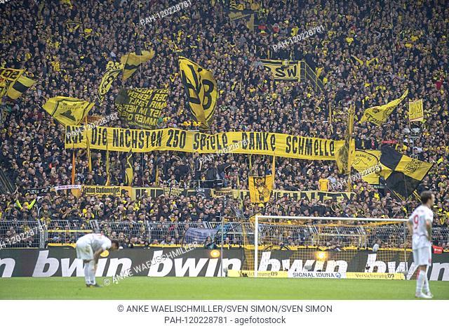 """the DO Fankurve thanks Marcel SCHMELZER (DO) for 250 games for DO, """"""""On the next 250 games - Thanks Schmelle"""""""", Football 1.Bundesliga, 33"""