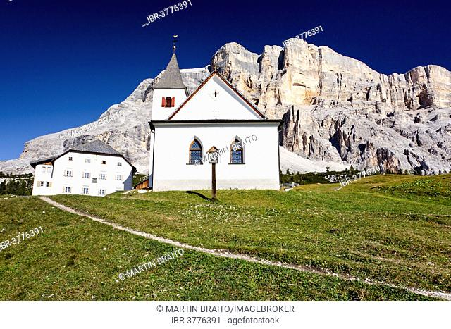 Shelter, Hospice and Sanctuary of the Holy Cross, in front of Heiligkreuzkofel Mountain, Dolomites, Alto Adige, Italy
