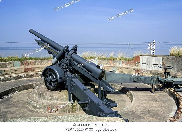 Canon de 12 cm L mle 1931, 120mm Howitzer / Belgian field gun at the Raversyde Atlantikwall / Atlantic Wall open-air museum at Raversijde, Belgium