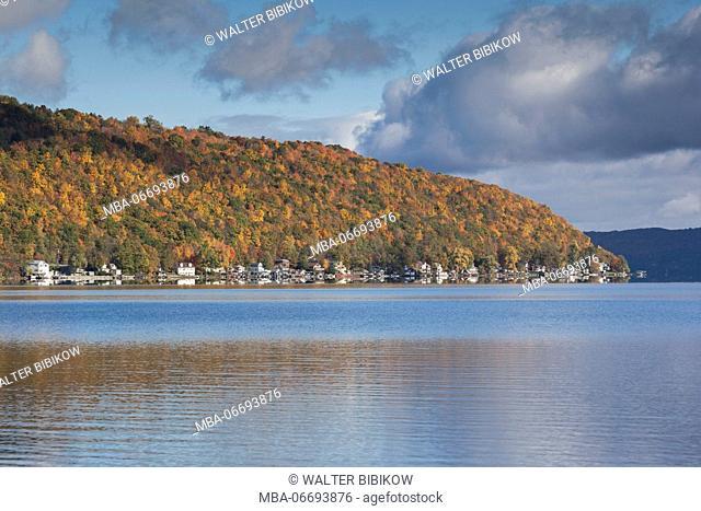 USA, New York, Finger Lakes Region, Hammondsport, Keuka Lake, autumn