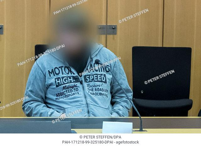 The defendant Sascha L. sits inside the district court in Braunschweig, Germany, 18 December 2017. The supporter of the terror militia Islamic State from...
