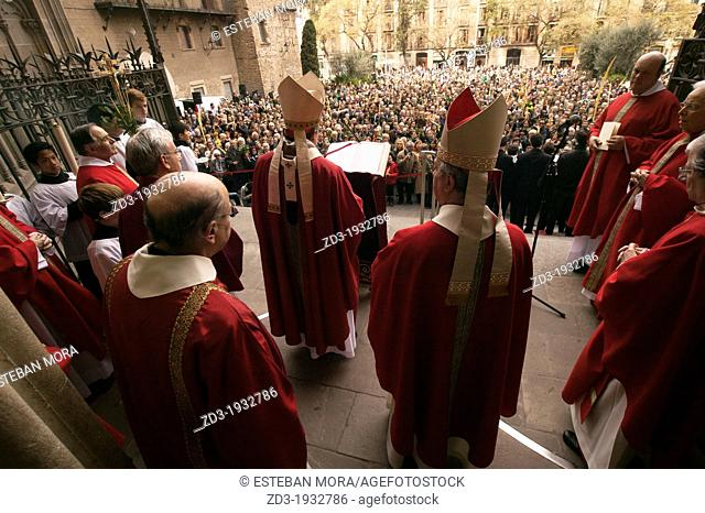 Thousands gather in front of the cathedral of Barcelona to receive the blessing of the Cardinal of Barcelona Mr Sistach