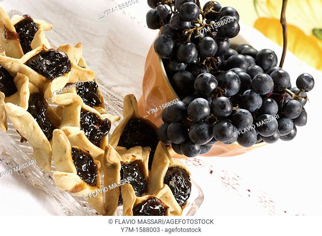 pastry with grape marmalade