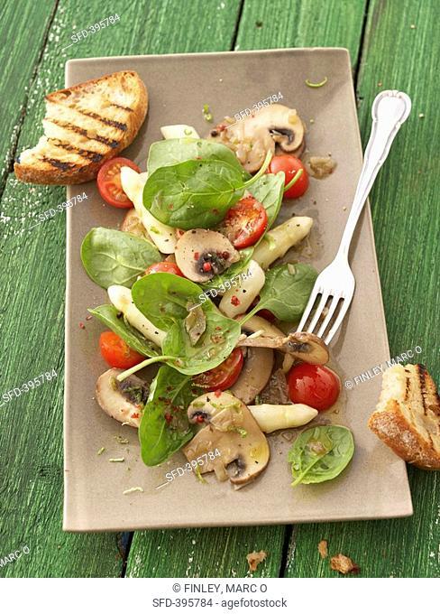 Spinach, asparagus, mushroom and cherry tomato salad