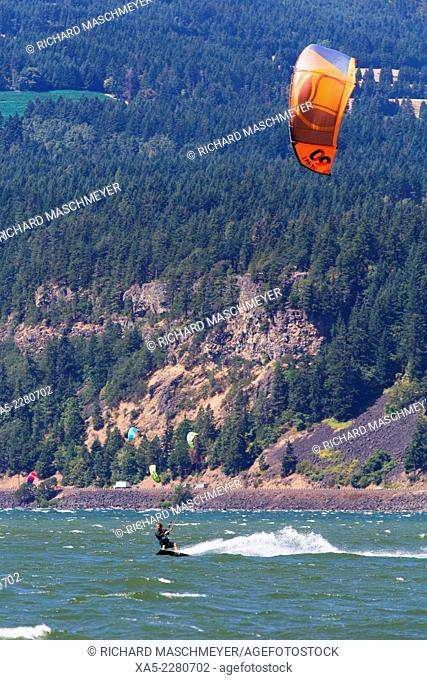 Kiteboarding on the Columbia River, Hood River, Oregon, USA