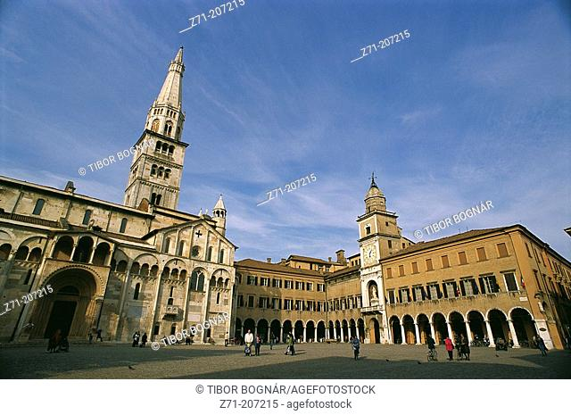 Main Square with the Duomo -left- and the Town Hall -right-. Modena. Emilia Romagna. Italy