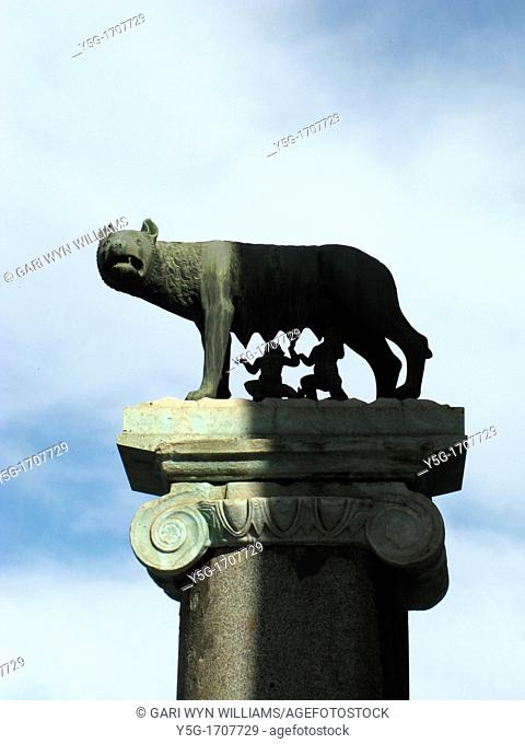 romulus and remus statue at the capitol hill in rome