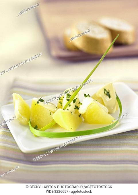 platillo de patatas con alioli / potatoes with aioli