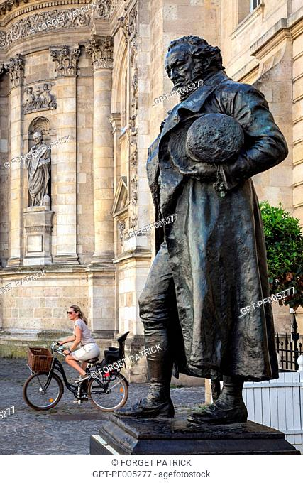 STATUE OF FRANCISCO DE GOYA (1746-1828), WHO DIED IN BORDEAUX, IN FRONT OF THE NOTRE-DAME CHURCH, CITY OF BORDEAUX, GIRONDE (33), FRANCE