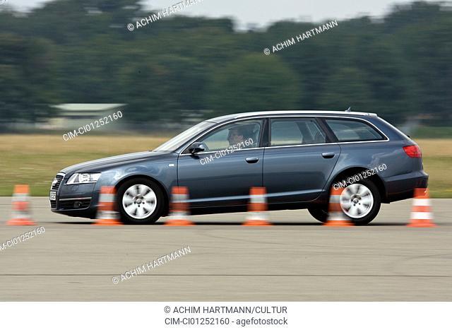 Audi A6 Avant 3.2 FSI Quattro, model year 2005-, anthracite, driving, side view, Pilonen, test track
