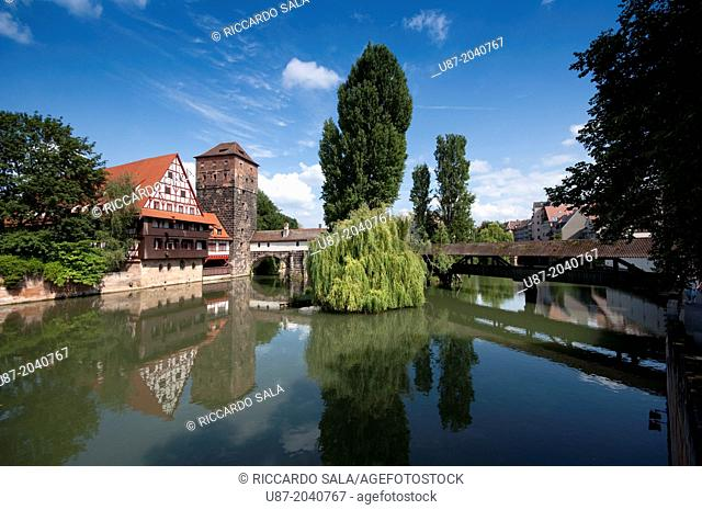 Germany, Bavaria, Nuremberg, View of Executioners Bridge and Wine Store at River Pegnitz