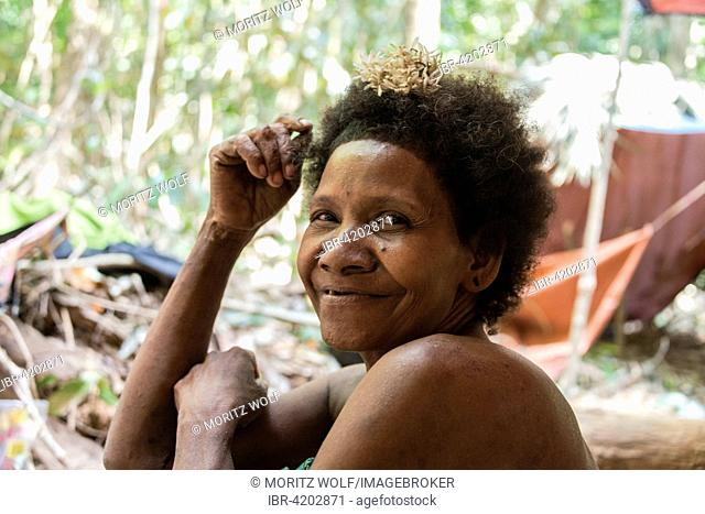 Woman of the Orang Asil tribe sitting in the jungle, portrait, Native, Indigenous Volk, tropical rain forest, Taman Negara National Park, Malaysia