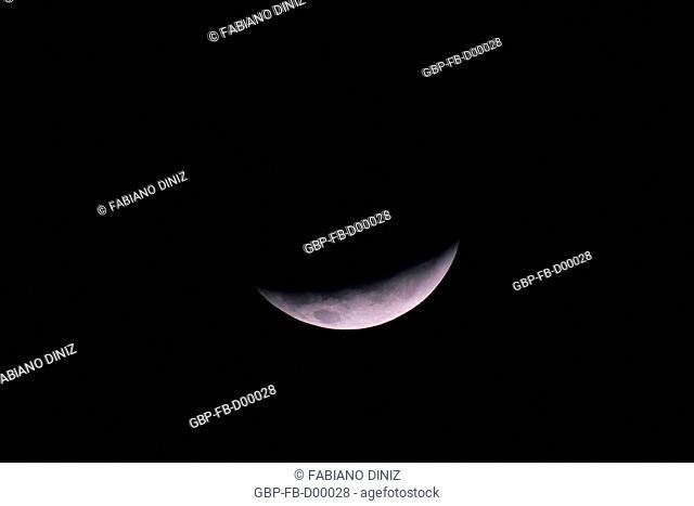 Eclipse da Lua ocorrido na noite de 21 de dezembro de 2010 às 05:24 em Curitiba, Foi um eclipse total, mas esta é a fase parcial que a antecedia
