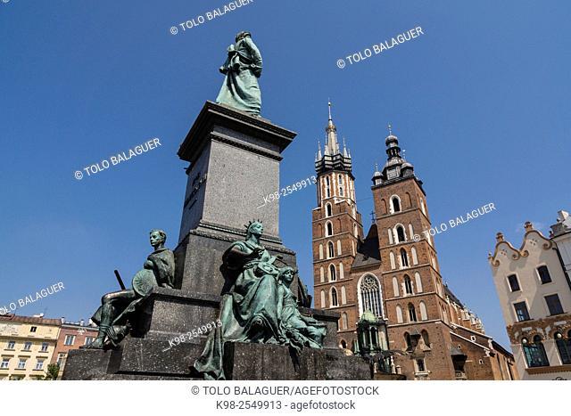 monumento a Adam Mickiewicz, 1898. detras las torres góticas de la basílica de Santa María (KoŠ›ciól Mariacki),Rynek Glówny , Market Place, Kraków