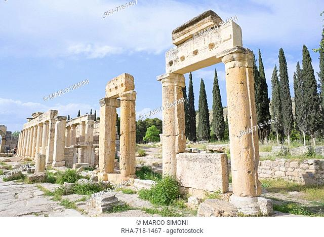 Ancient Necropolis, Monumental way, Hierapolis, Pamukkale, UNESCO World Heritage Site, Anatolia, Turkey, Asia Minor, Eurasia