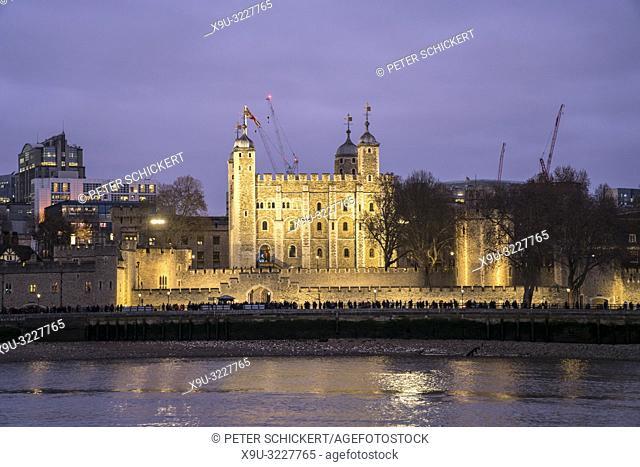 Tower of London in der Abenddämmerung, Vereinigtes Königreich Großbritannien, Europa   Tower of London at dusk, London, United Kingdom of Great Britain, Europe