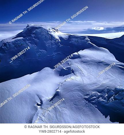 MT Hvannadalshnukur or Hvannadalshnjukur, located on the Northwest rim of the Oraefajokull volcano. It is the highest peak in Iceland
