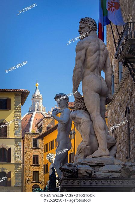 Florence, Florence Province, Tuscany, Italy. Statues in front of the Palazzo Vecchio. Baccio Bandinelli's Hercules and Cacus, copy of Michelangelo's David then