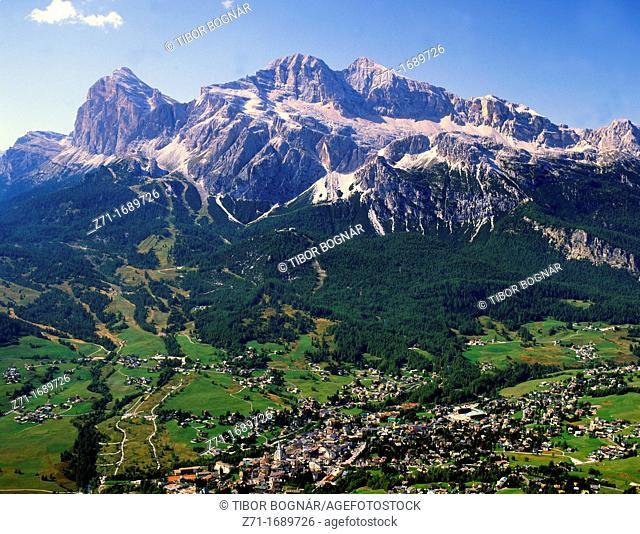 Italy, Dolomites, Cortina d'Ampezzo, Tofane peak, panorama
