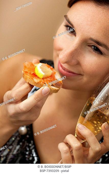 WOMAN EATING FISH Model