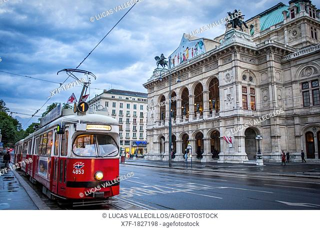 Tram and Staatsoper Vienna State Opera, Ringstrasse, ring road, Vienna, Austria, Europe