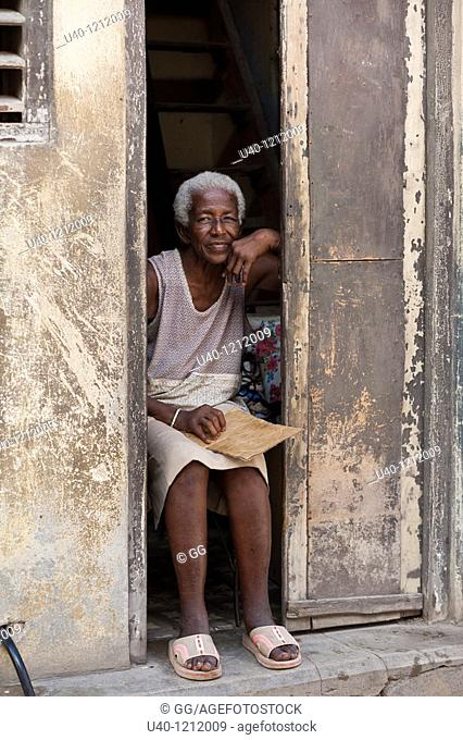 Cuba, Havana Vieja, old woman