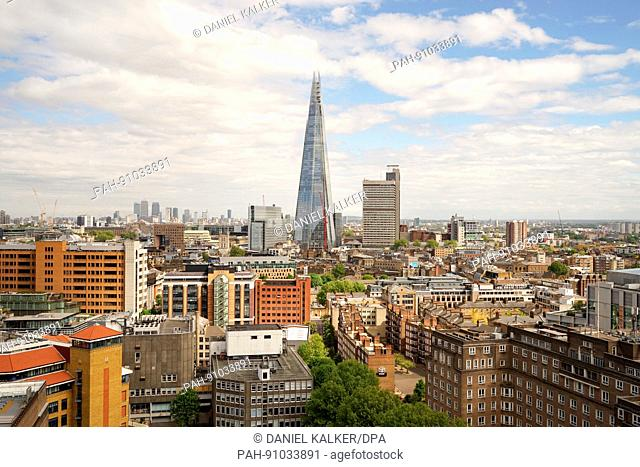 """England: London's Southwark with """"""""The Shard"""""""" skyscraper - as seen from Tate Modern. Photo from 05. May 2017. 