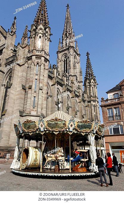 Die Kirche St. Etienne in der Altstadt von Mulhouse im Elsass in Frankreich
