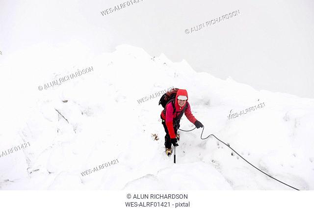 UK, Scotland, Glen Spean, woman climbing East ridge of Beinn a Caorainn in winter