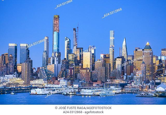 USA, New York City, Manhattan, Midtown Mahattan Skyline, Hudson River