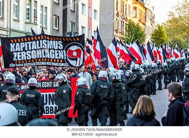 Police, demonstration, far-right-wing party, Essen, May 1 2015, Deutsches Reich flag, German empire, Essen, North Rhine-Westphalia, Germany