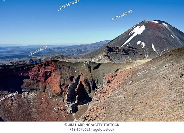 View into the Red Crater with Mt Ngauruhoe beyond, Tongariro Natinal Park, New Zealand