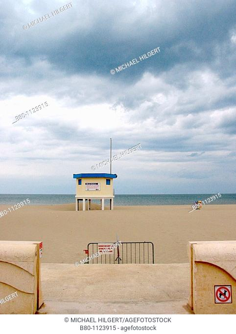 Beach, beginning of the season, house of lifeguard, Narbonne Plage, Golfe du Lion, the Mediterranean Sea, France
