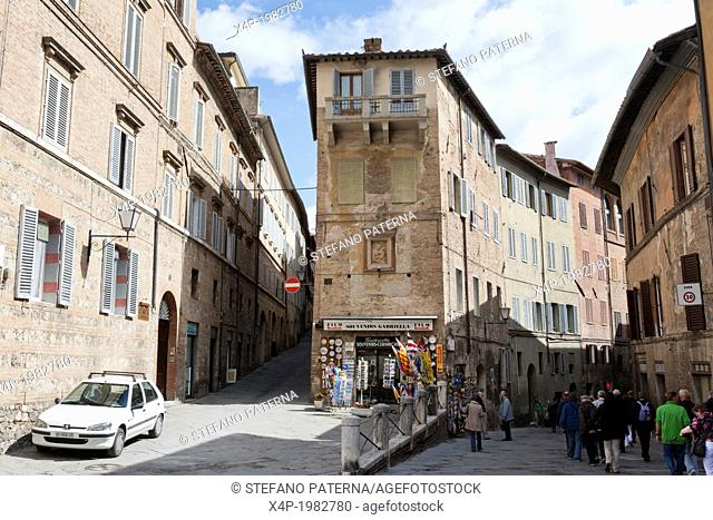 Streets in the medieval centre of Siena, Tuscany, Italy