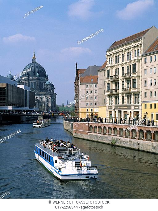 Germany, Berlin, Spree, Capital of Germany, Berlin-Mitte, Palace of the Republic, Berlin Cathedral, residential buildings in the Nikolai Quarter
