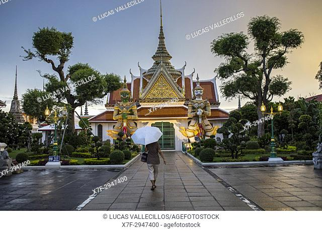 Wat Arun (Temple of Dawn), also called Wat Bangmakok Noek, Bangkok, Thailand