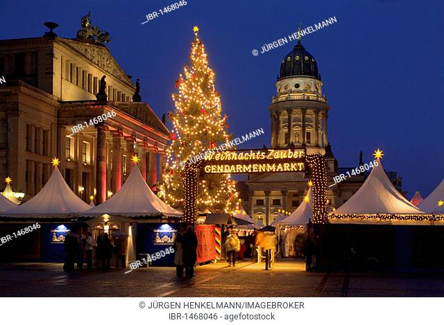 The Magic of Christmas, Christmas market on the Gendarmenmarkt square, Schauspielhaus concert hall, Franzoesischer Dom cathedral, Mitte district, Berlin