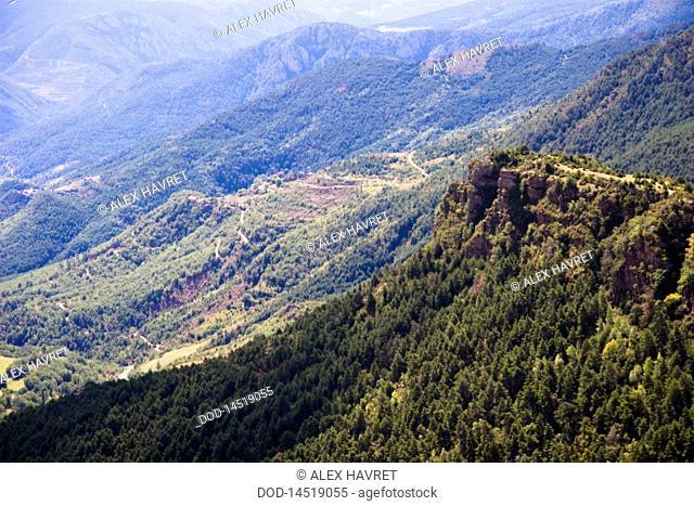 Spain, Catanlan Pyrenees, View of green mountains