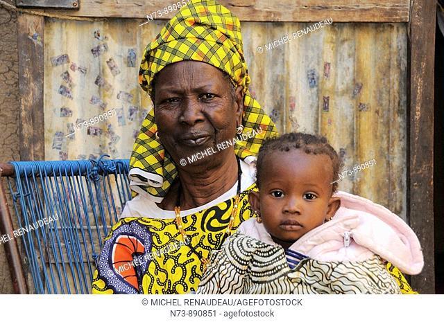 Woman and little girl, Djenne, Mali