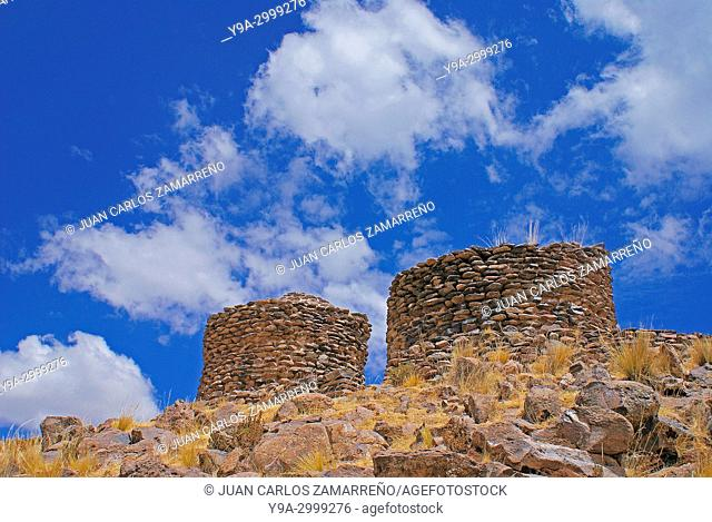 Chullpas at Sillustani, ancient cemetery, Umayo lagoon, Kolla culture, XIIIth to XVth centuries, Altiplano andino, Puno department, southern Peru