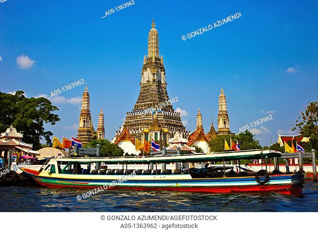 Wat Arun, The Temple of the Dawn, from Mae Nam Chao Phraya River  Bangkok, Thailand, Southeast Asia, Asia