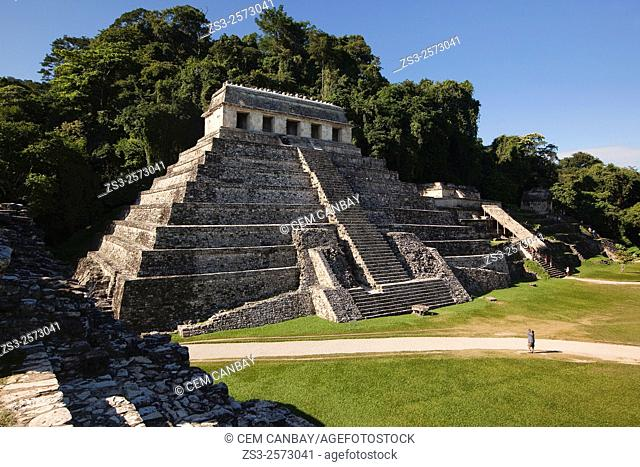 Tourists in front of the Temple of Inscriptions at the Palenque Archaeological Site, Palenque, Chiapas State, Mexico, North America