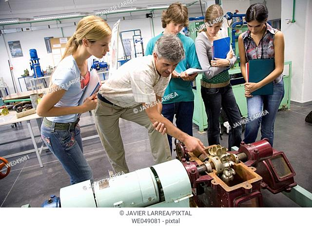 Polytechnic School, University of the Basque Country, Donostia, Gipuzkoa, Basque Country. Students, Turbine, Hydraulic machines laboratory